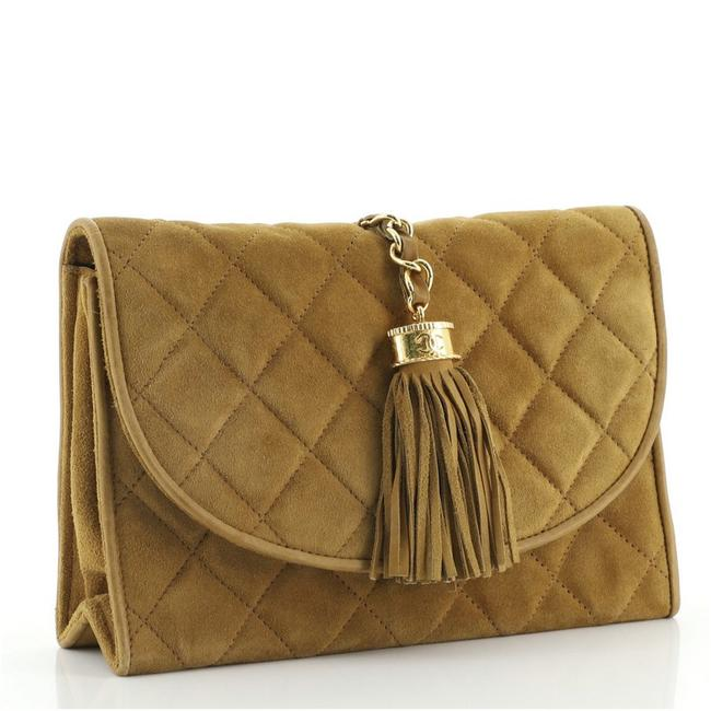 Chanel Vintage Tassel Round Flap Quilted Small Brown Suede Clutch Chanel Vintage Tassel Round Flap Quilted Small Brown Suede Clutch Image 2