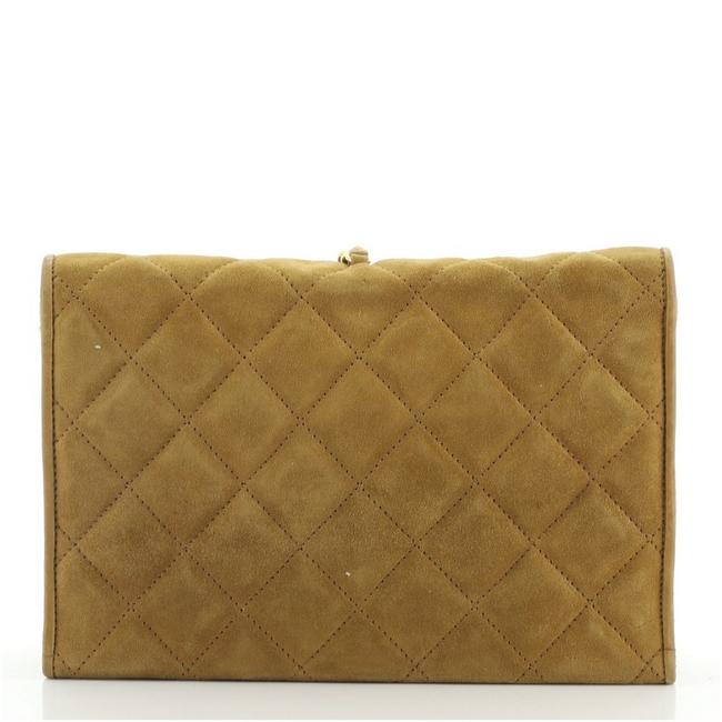 Chanel Vintage Tassel Round Flap Quilted Small Brown Suede Clutch Chanel Vintage Tassel Round Flap Quilted Small Brown Suede Clutch Image 3