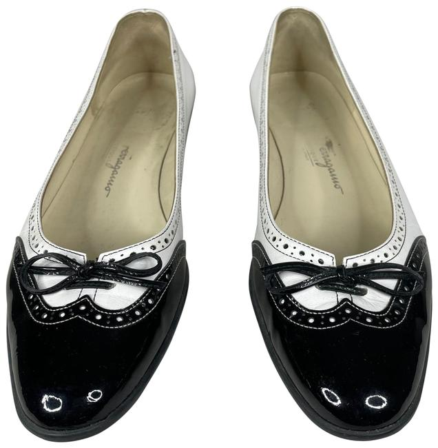 Item - White Wing Tip Oxford Cap Toe Ballet Flats Size US 8.5 Narrow (Aa, N)