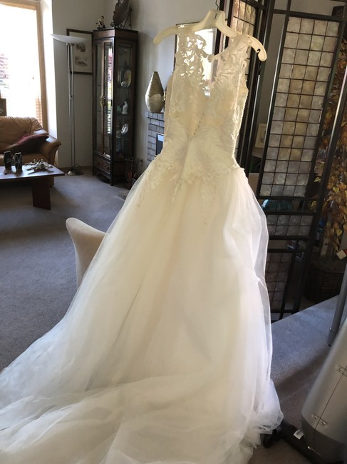 Item - Ivory Embellished Lace and Tulle Beaded Applique Formal Wedding Dress Size 4 (S)