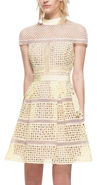Item - Yellow Lace Mid-length Cocktail Dress Size 6 (S)