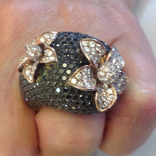 Other 18 karat gold 3 carats of white diamond and 12.5 Black diamond