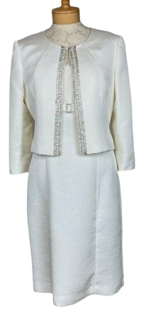 Item - Cream Luxe 2 Piece Jeweled Suit Mid-length Formal Dress Size 8 (M)