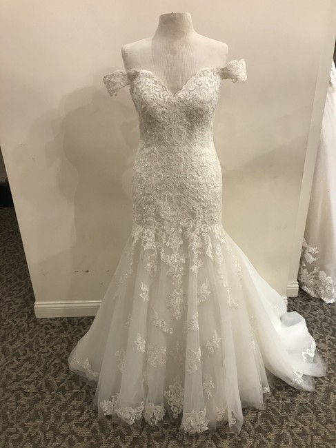 Item - Ivory Lace/Tulle D2352 Formal Wedding Dress Size 10 (M)