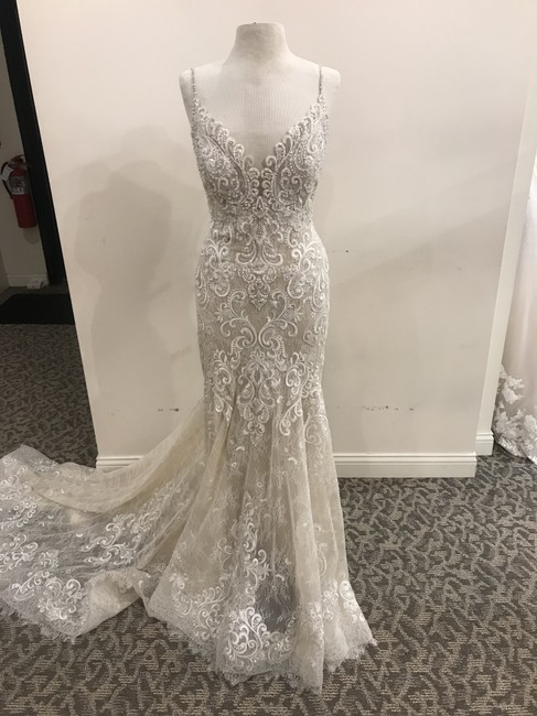 Item - Nude/Ivory/Silver Lace/Tulle 9501 Formal Wedding Dress Size 14 (L)