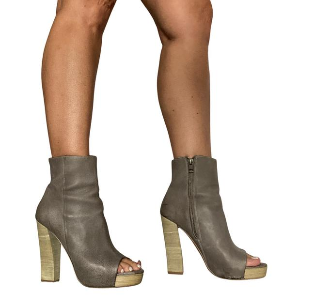 Item - Gray Ankle Distressed Boots/Booties Size US 8 Regular (M, B)