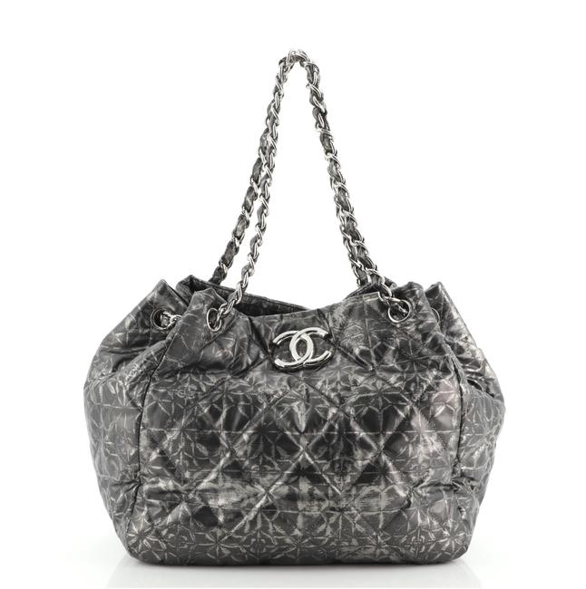 Item - Rock In Moscow Accordion Quilted Medium Gray Prin Nylon Tote