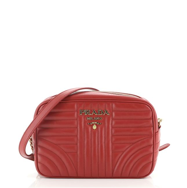 Item - Camera Diagramme Quilted Small Red Leather Cross Body Bag