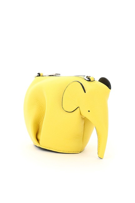Loewe Elephant Pouch with Chain Yellow Leather Clutch Loewe Elephant Pouch with Chain Yellow Leather Clutch Image 3