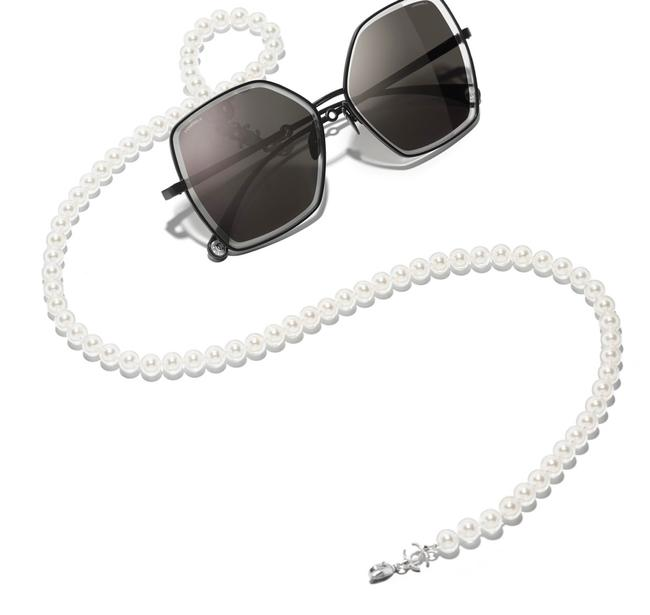Item - Butterfly Pearl Chain Gray Sunglasses