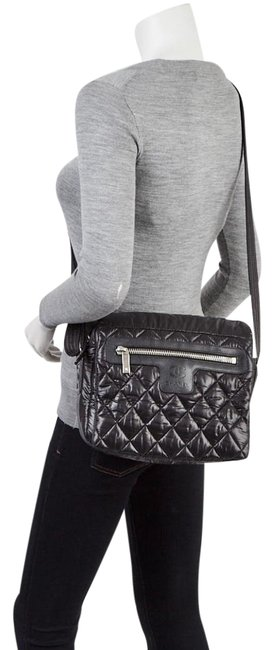 Item - Cocoon Coco Quilted Black Nylon Messenger Bag