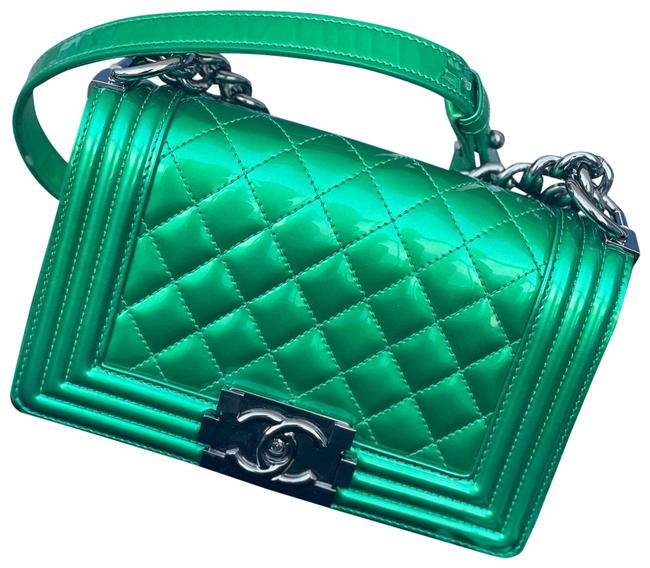 Item - Classic Flap Boy Quilted Small Green Patent Leather Cross Body Bag
