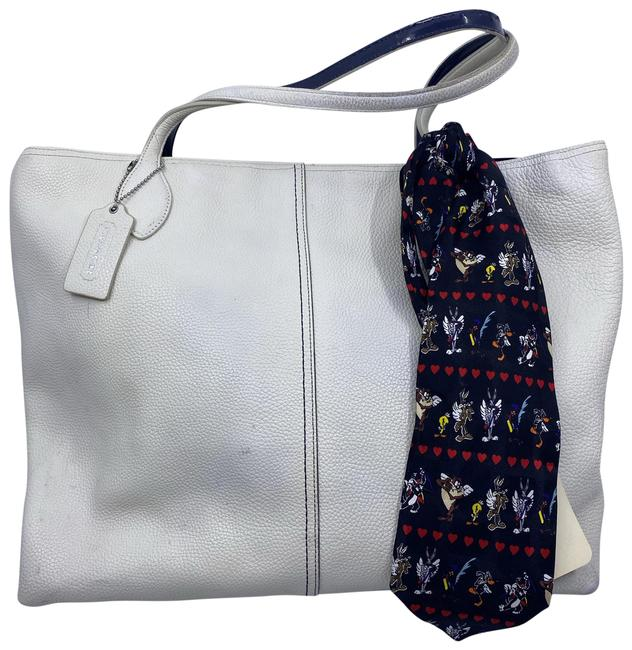 Item - Tote W Large Bag/ Tote W/ Detachable Specialty White Leather Shoulder Bag