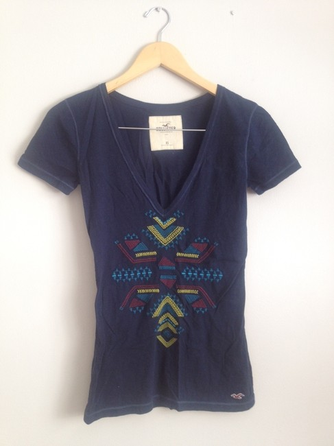 Preload https://img-static.tradesy.com/item/291942/hollister-navy-with-tribal-embroidery-tee-shirt-size-2-xs-0-0-650-650.jpg