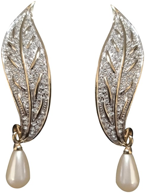 Item - Goldtone Ivory Crystal And Clip On Leaf Earrings