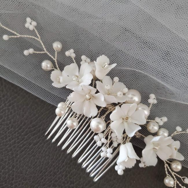 Item - White Ceramic Floral Pearl Comb Veil Headpiece Flower Hairpieces Hair Accessory