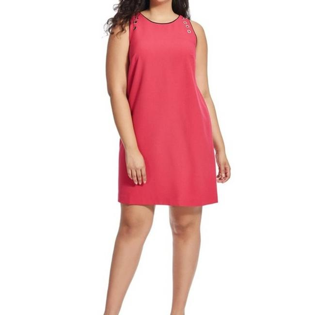 Item - Pink 22w Rose Grommet Piping Crepe Shift Mid-length Short Casual Dress Size 24 (Plus 2x)
