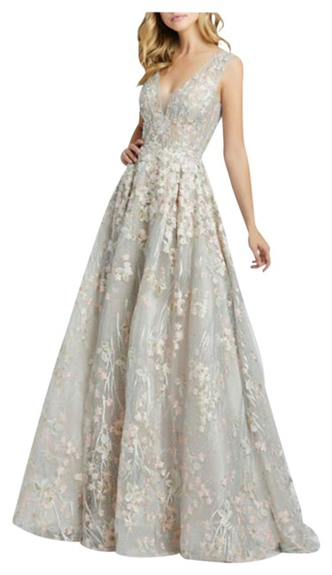 Item - Embroidered V-neck Sleeveless A-line Gown Long Formal Dress Size 10 (M)