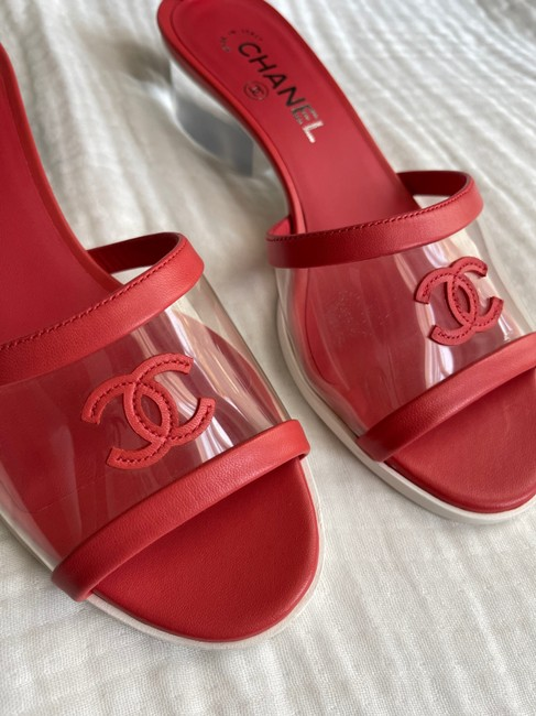 Chanel Red Barefoot Beach Pvc Mules/Slides Size US 8.5 Wide (C, D) Chanel Red Barefoot Beach Pvc Mules/Slides Size US 8.5 Wide (C, D) Image 2