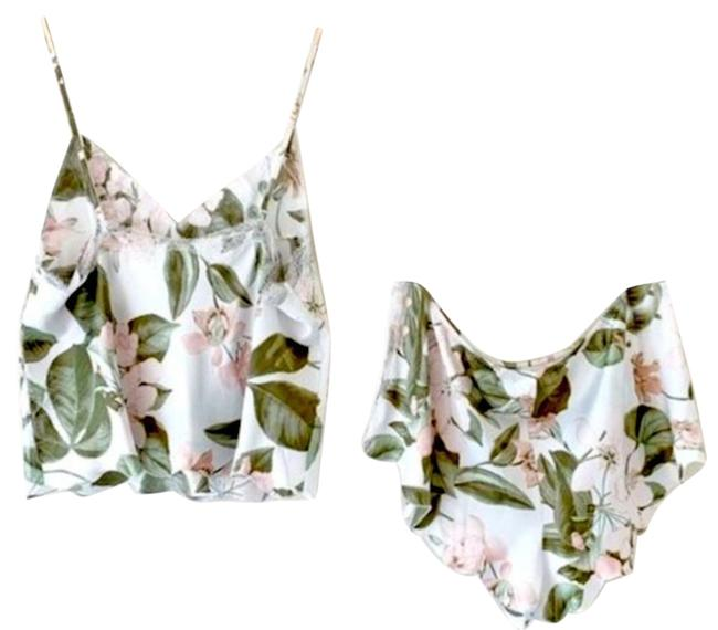 Item - White Here Comes The Bride Set Floral Medium Button-down Top Size 8 (M)