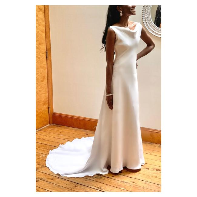 Item - With A Low Back and Train Formal Wedding Dress Size 2 (XS)
