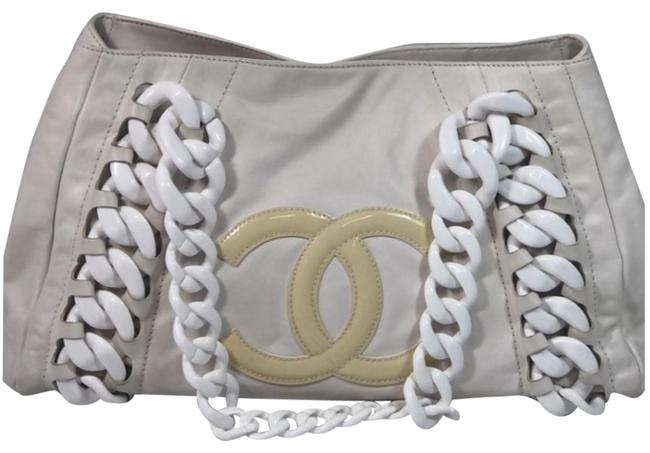 Item - Tote In with Chunky Chain White Lambskin Leather Shoulder Bag