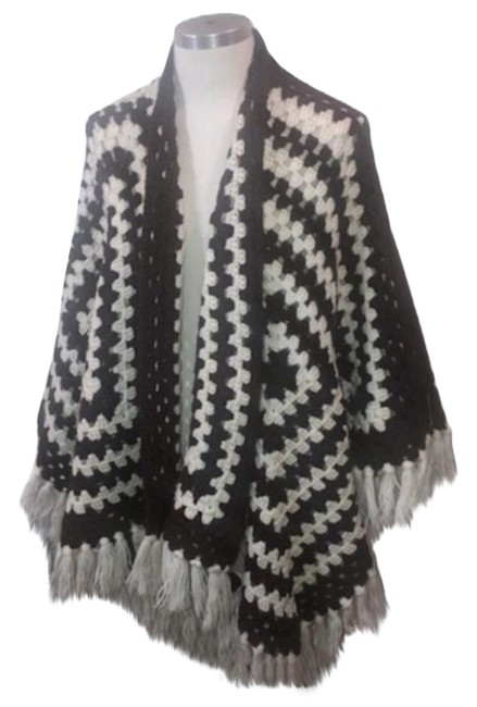 Item - Brown Poncho/Cape Size OS (one size)