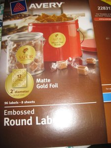 Avery Gold Embossed Foil Round Labels