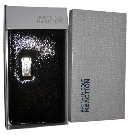 Kenneth Cole Reaction Kenneth Cole Reaction black bi-fold wallet w/silver logo