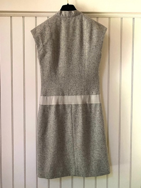Chanel Tweed Sleeveless V Neck Wrap In Ecru Mid-length Short Casual Dress Size 4 (S) Chanel Tweed Sleeveless V Neck Wrap In Ecru Mid-length Short Casual Dress Size 4 (S) Image 2