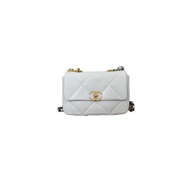 Item - Classic Flap 19 Small White Goat Skin Leather Shoulder Bag