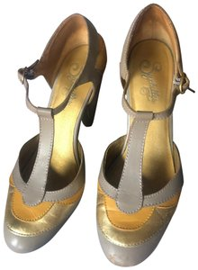 """Seychelles grey and yellow color blocked, chunky heel 3"""", cushioned insole ,minimum wear, beautiful and comfy. Pumps"""