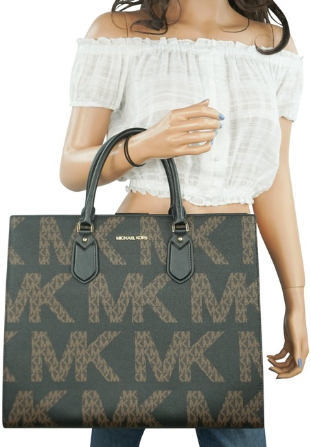 Item - Everly Lg Graphic Logo Mk Brown Black Patent Leather Tote