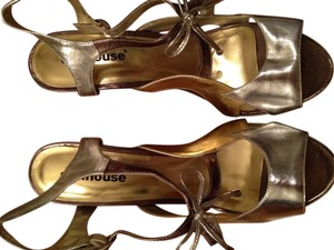 Dollhouse gold and silver Pumps