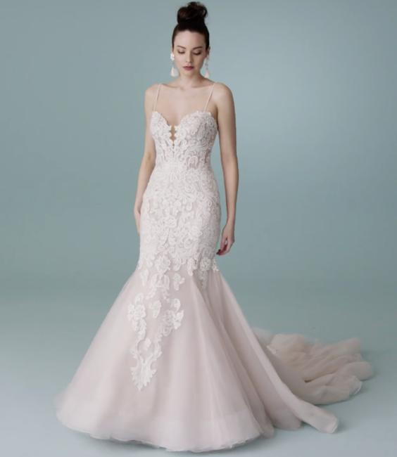 Item - Classic Ivory Lace Alistaire Gown Feminine Wedding Dress Size 10 (M)