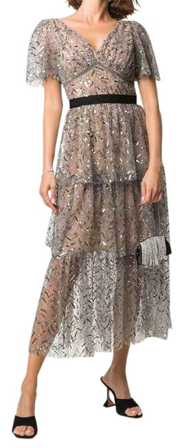 Item - Grey Silver Tiered Sequinned Tulle Midi Mid-length Cocktail Dress Size 6 (S)