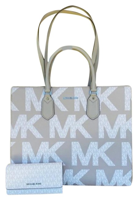 Item - 2pcs Everly Signature Graphic Tote+wallet Set Gray White Satchel