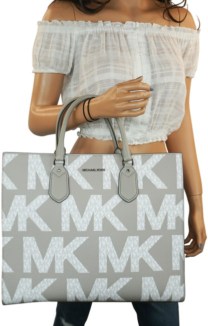 Item - Everly Lg Graphic Tot White Grey Pvc Leather Tote