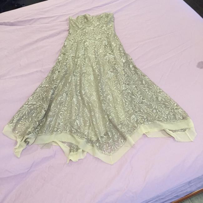 BCBGMAXAZRIA Taupe/Silver Lace Gown Formal Dress Size 6 (S) BCBGMAXAZRIA Taupe/Silver Lace Gown Formal Dress Size 6 (S) Image 3