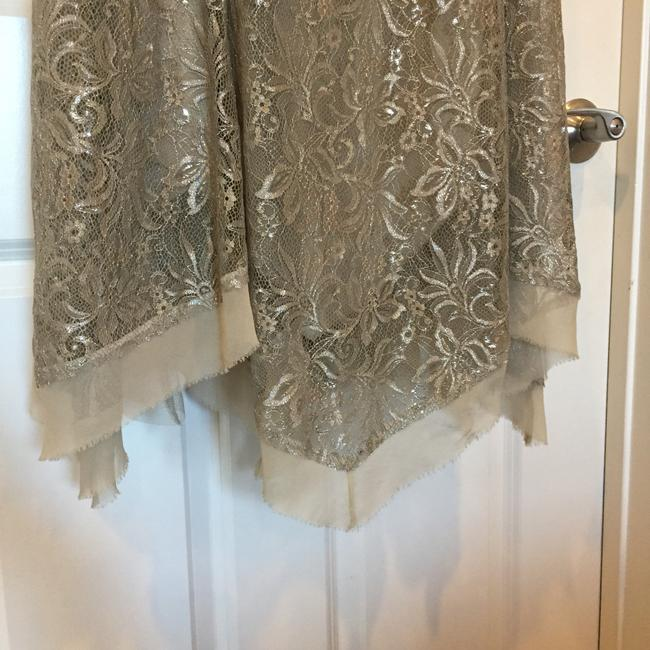 BCBGMAXAZRIA Taupe/Silver Lace Gown Formal Dress Size 6 (S) BCBGMAXAZRIA Taupe/Silver Lace Gown Formal Dress Size 6 (S) Image 4
