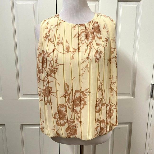 Item - Cream Sleeveless Floral Print Pleated Front Blouse Size 4 (S)