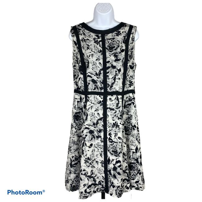 Item - White Black and Floral Sheath Cocktail Dress Size 14 (L)