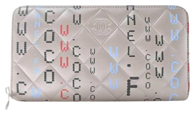 Item - Silver Leather Computer Pattern Circuit Board Matrasse Coco Mark Round Purse Wallet