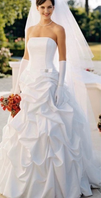 Item - White Satin Home Search For More T9104 Formal Wedding Dress Size 6 (S)