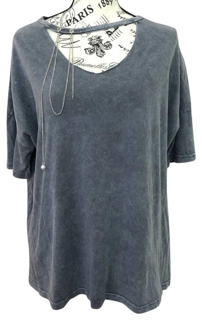 Item - Gray Distressed with Chain - Medium Tee Shirt Size 8 (M)