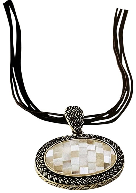 Item - White Genuine Mother-of-pearl Necklace