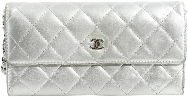 Item - Wallet on Chain Quilted Silver Lambskin Leather Shoulder Bag