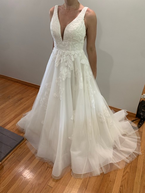 Item - Ivory Feminine Ballgown with Soft Floral Detail Traditional Wedding Dress Size 8 (M)