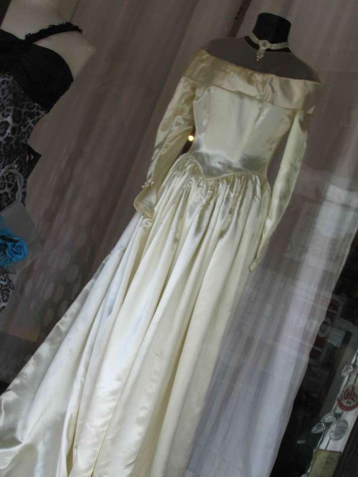 Saks Fifth Avenue Ivory Satin Bridal Gown Late 1940\'s Vintage ...