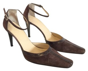 Max de Carlo Brown Pumps